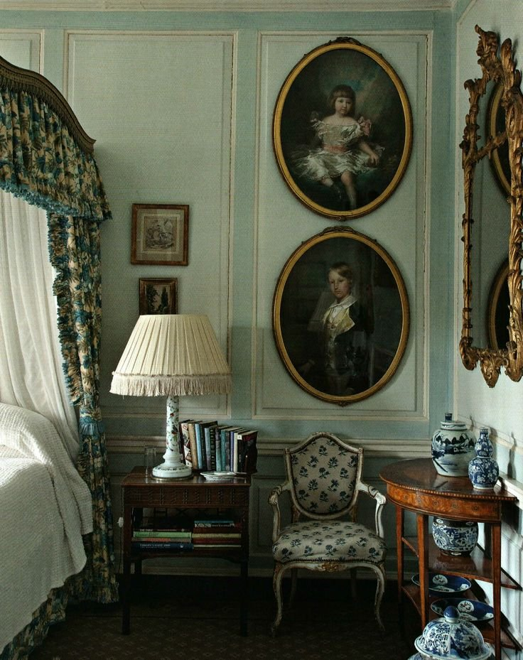 Фотография: Спальня в стиле Прованс и Кантри, Классический, Декор интерьера, Декор дома, Картины – фото на INMYROOM