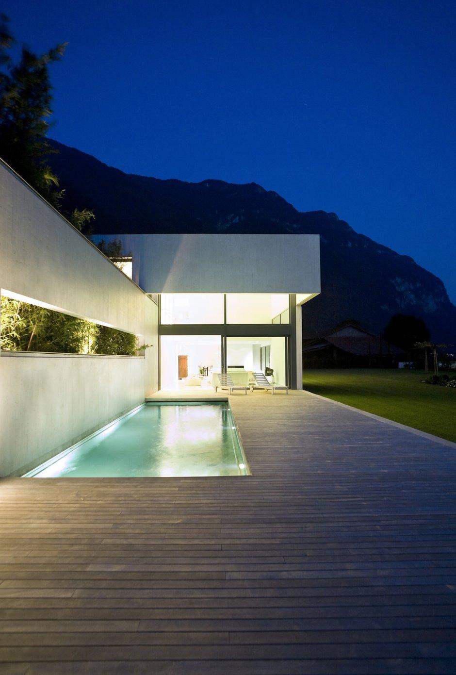 Фотография:  в стиле Современный, Ландшафт, Стиль жизни, Бассейн – фото на INMYROOM