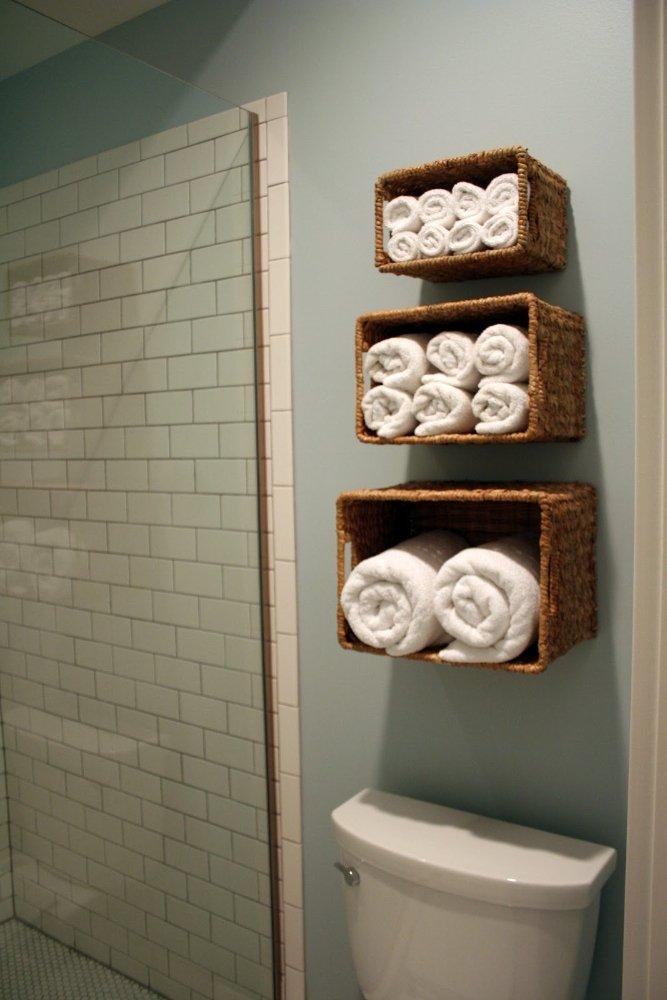Фотография: Ванная в стиле Современный, Декор интерьера, Дом, Мебель и свет, Полки, Лепнина – фото на INMYROOM