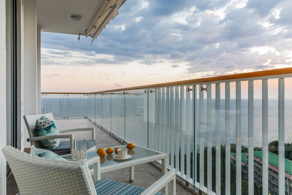 Фотография: Балкон в стиле Современный, Классический, Квартира, Проект недели, Сочи, Лидия Большакова, Монолитный дом, 4 и больше, Более 90 метров, #эксклюзивныепроекты – фото на INMYROOM