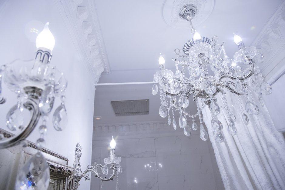 Фотография:  в стиле , Классический, Квартира, Россия, Проект недели, Москва, Наталья Медведева, «АПРИОРИ дизайн», белый интерьер – фото на INMYROOM