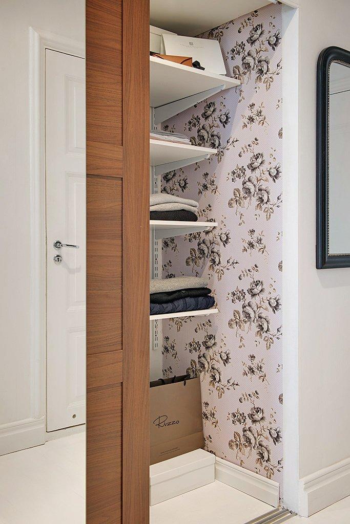 Фотография: Прочее в стиле , Скандинавский, Малогабаритная квартира, Квартира, Швеция, Цвет в интерьере, Дома и квартиры, Белый, Стена – фото на INMYROOM