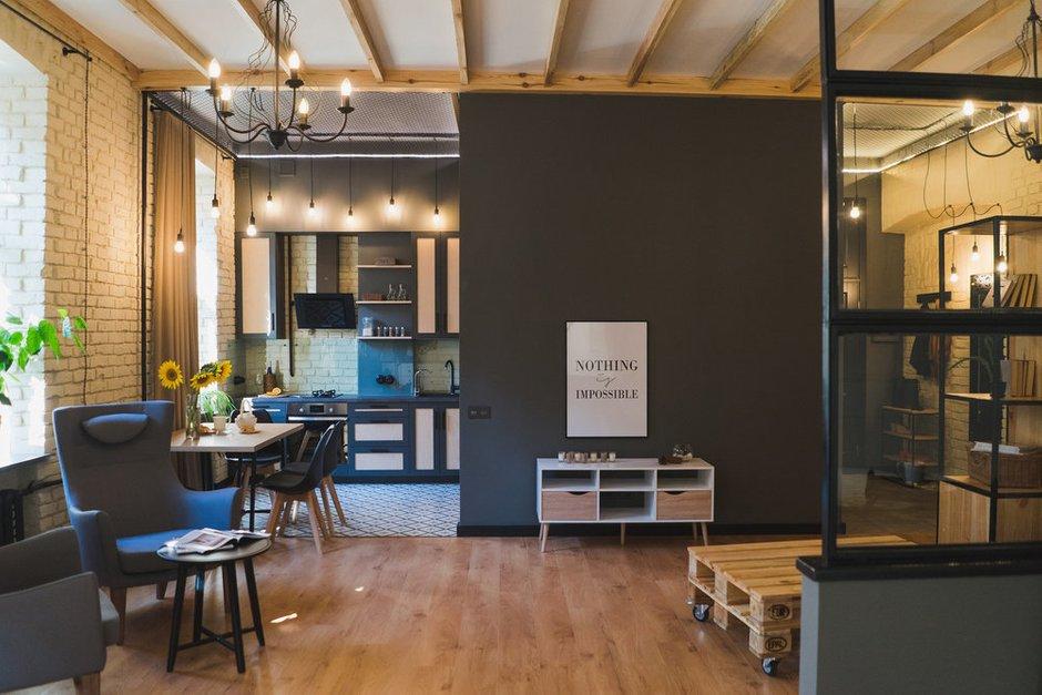Фотография: Гостиная в стиле Лофт, Квартира, Советы, Отделка стен, Loggia, покраска стен, декоративная отделка стен – фото на INMYROOM