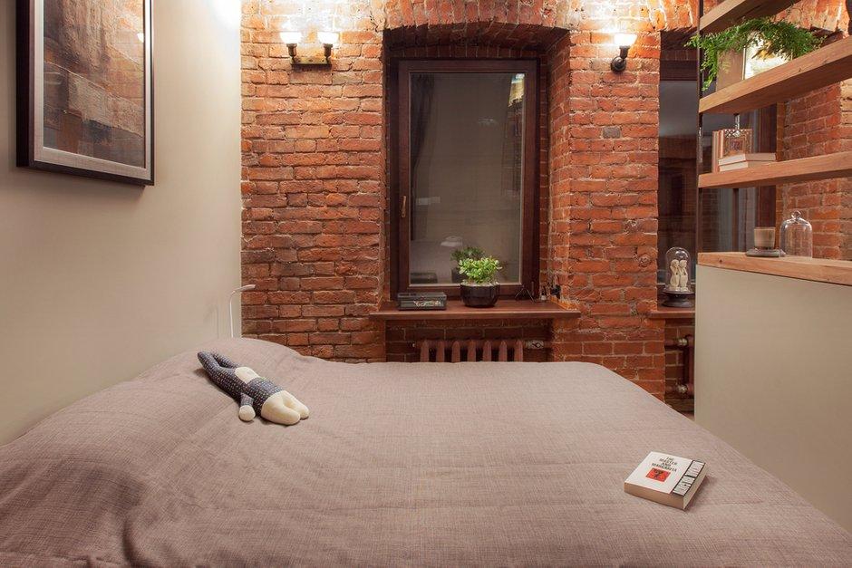 Фотография: Спальня в стиле Лофт, Квартира, Студия, Проект недели, Красный, Коричневый – фото на INMYROOM