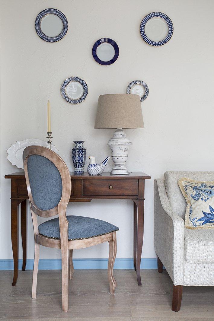 Фотография: Гостиная в стиле Прованс и Кантри, Белый, Проект недели, Голубой, Екатерина Козлова – фото на INMYROOM