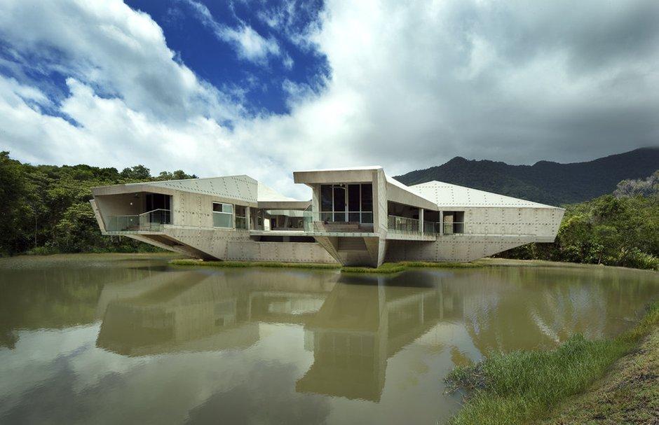 Автономный дом Stamp House, дизайн: Charles Wright Architects