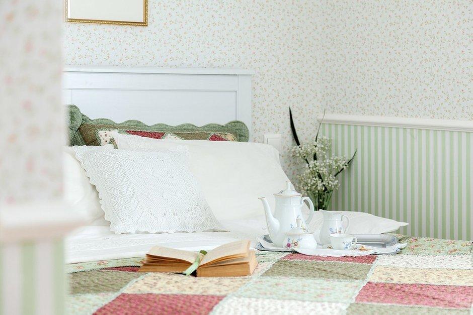 Фотография: Спальня в стиле Прованс и Кантри, Классический, Эклектика, Дом, Проект недели – фото на InMyRoom.ru