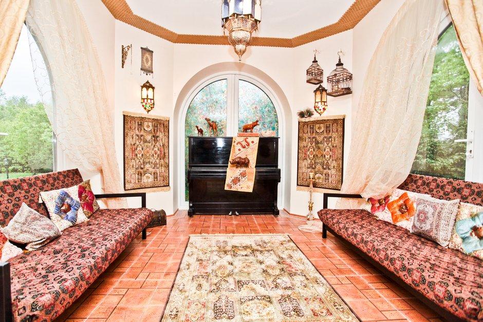 Фотография: Гостиная в стиле Современный, Восточный, Дом, Дома и квартиры – фото на INMYROOM