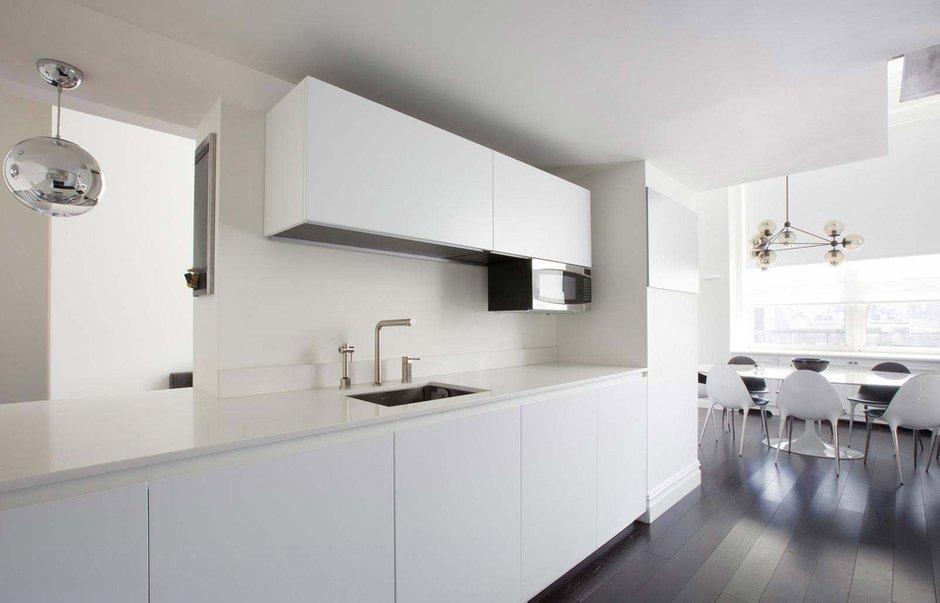 Фотография: Кухня и столовая в стиле Скандинавский, Современный, Интерьер комнат, Цвет в интерьере, Белый – фото на INMYROOM