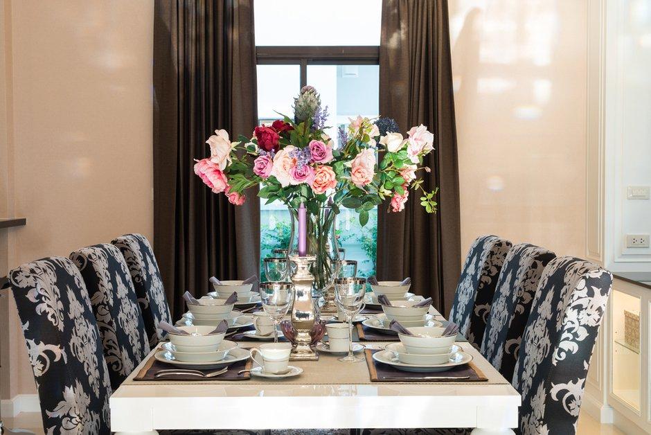 Фотография: Кухня и столовая в стиле Классический, Современный, Декор интерьера, Дом, Мебель и свет, Стол, Винтаж – фото на InMyRoom.ru