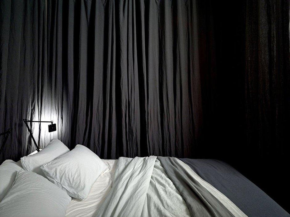 Фотография: Спальня в стиле Скандинавский, Современный, Лофт, Малогабаритная квартира, Квартира, Цвет в интерьере, Дома и квартиры, Белый – фото на INMYROOM
