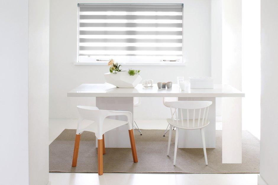 Фотография: Кухня и столовая в стиле Минимализм, Декор интерьера, Шторы, римская штора, Amigo, римские шторы, как выбрать шторы, Зебра – фото на INMYROOM