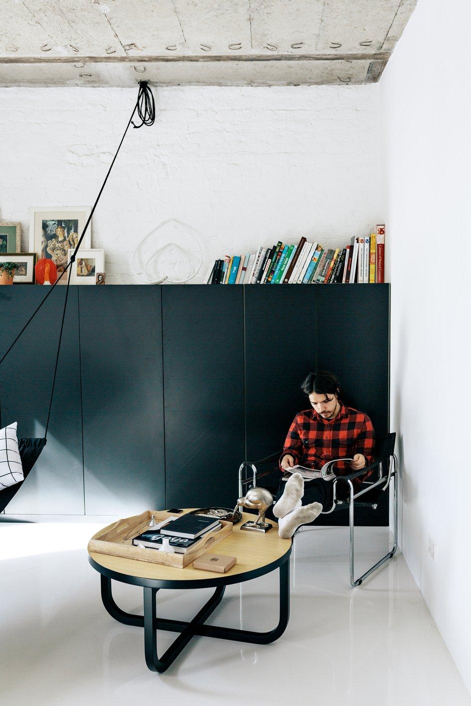 Фотография:  в стиле , Лофт, Квартира, Студия, Проект недели, Москва, как оформить студию, Гарри Нуриев, Дмитрий Воронцов, Crosby Studios, перепланировка студии, Little Greenе, Rotating Sconce, Кирпичный дом, 40-60 метров – фото на INMYROOM
