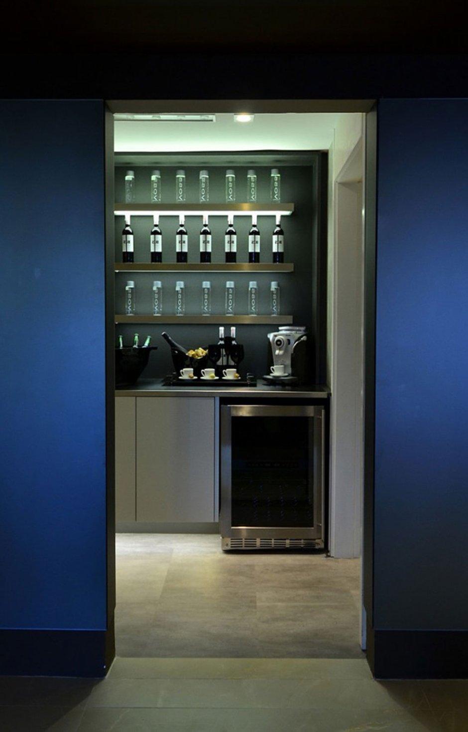Фотография: Кухня и столовая в стиле , Интерьер комнат, Проект недели, Граффити – фото на InMyRoom.ru