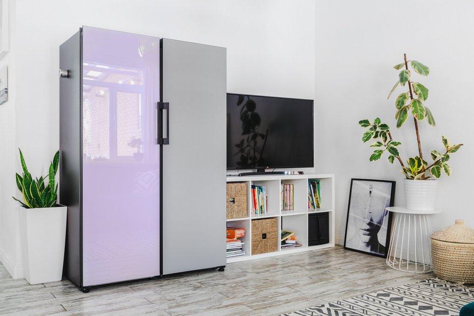 Фотография: Гостиная в стиле Скандинавский, Проект недели, Samsung, Таунхаус, 4 и больше, Спецпроект, интерьерный холодильник, интерьерная микроволновая печь – фото на INMYROOM