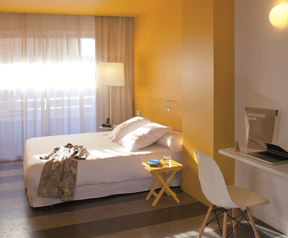 Фотография: Спальня в стиле Современный, Декор интерьера, Дома и квартиры, Городские места, Отель, Барселона – фото на INMYROOM