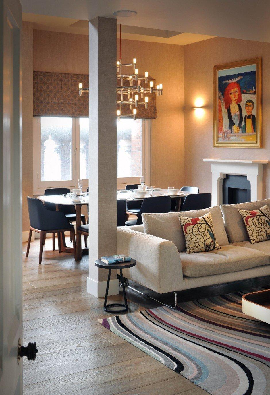 Фотография: Кухня и столовая в стиле Современный, Квартира, Flos, Дома и квартиры, Лондон, Лестница, Библиотека, Готический – фото на INMYROOM