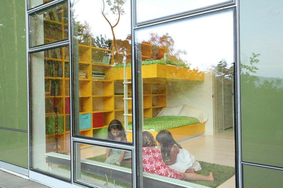 Фотография: Детская в стиле Современный, Дом, Дома и квартиры, Панорамные окна – фото на INMYROOM