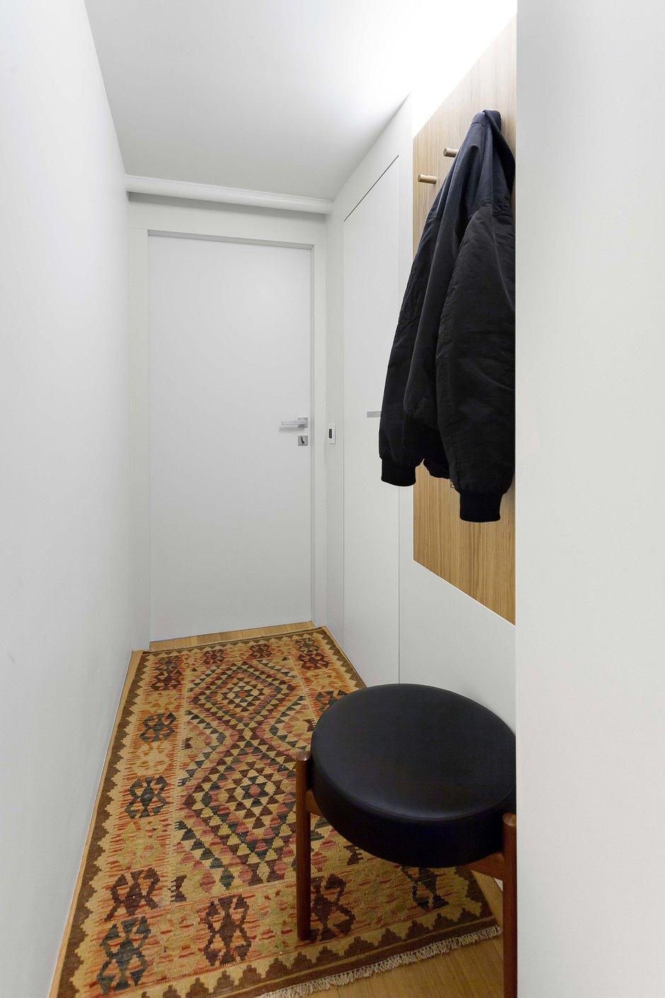 Фотография: Прихожая в стиле Минимализм, Малогабаритная квартира, Квартира, Студия, Проект недели, Москва, 1 комната, до 40 метров, Алиреза Немати, Полину Полудкина, STUDIO BAZI – фото на INMYROOM