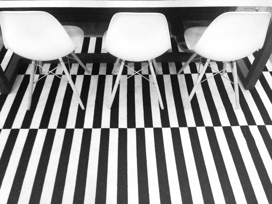 Фотография: Кухня и столовая в стиле Прованс и Кантри, Скандинавский, Эклектика, Декор интерьера, Квартира, Декор, Мебель и свет, Проект недели, советское ретро в интерьере, эклектика в интерьере, скандинавские мотивы в интерьере, студия в скандинавском стиле, как оформить студию – фото на INMYROOM