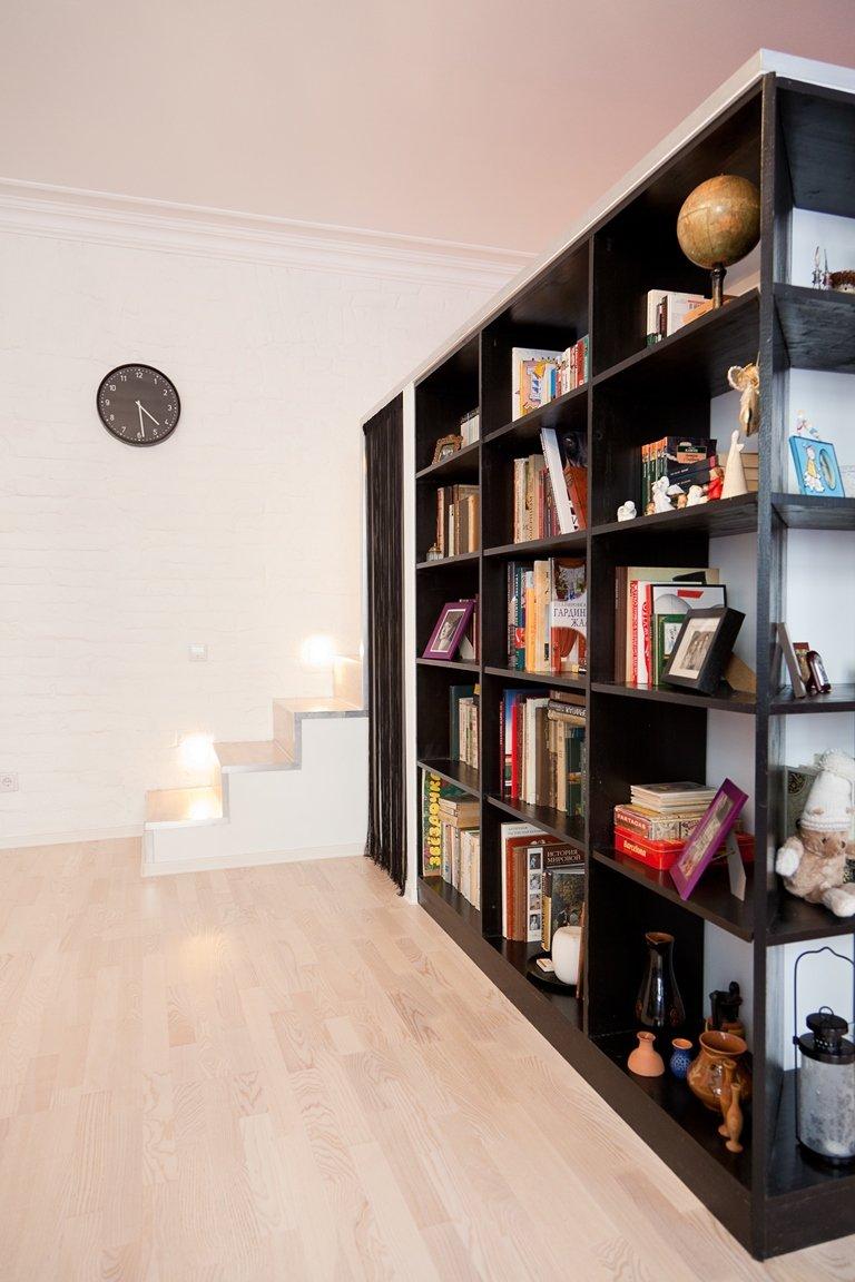 Фотография: Мебель и свет в стиле Современный, Лофт, Малогабаритная квартира, Квартира, Цвет в интерьере, Дома и квартиры, Стены – фото на InMyRoom.ru