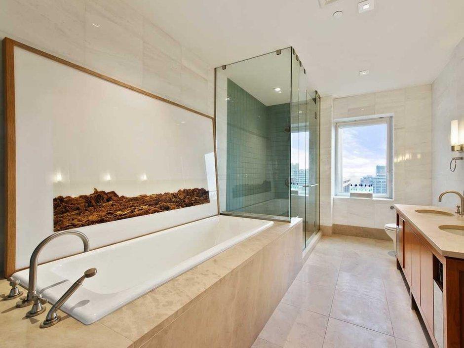 Фотография: Ванная в стиле Современный, США, Дома и квартиры, Интерьеры звезд, Нью-Йорк, Пентхаус, Панорамные окна, Пол – фото на InMyRoom.ru