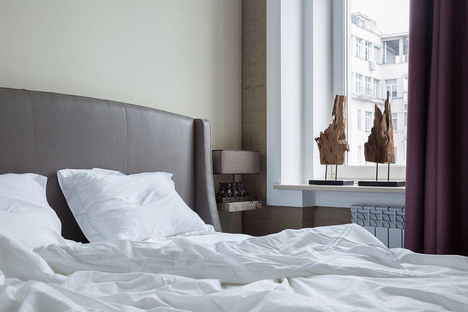 Фотография: Спальня в стиле Современный, Эклектика, Квартира, Проект недели, Москва, Кирпичный дом, 2 комнаты, 40-60 метров, ZE-MOOV – фото на INMYROOM