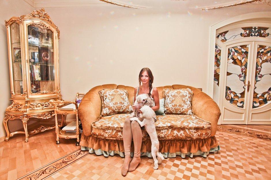 Фотография: Гостиная в стиле Классический, Современный, Квартира, Дома и квартиры, Роспись – фото на INMYROOM
