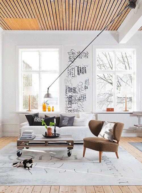 Фотография: Гостиная в стиле Лофт, Декор интерьера, Дом, Мебель и свет, Полки, Лепнина – фото на InMyRoom.ru
