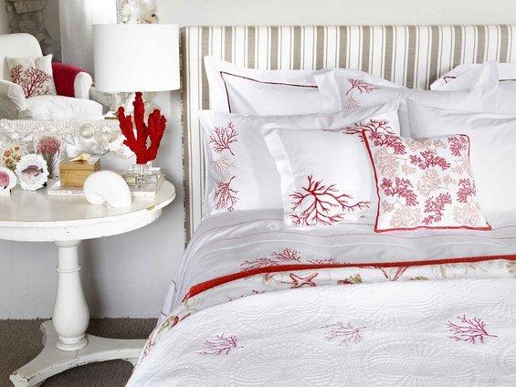 Фотография: Спальня в стиле Прованс и Кантри, Карта покупок, Франция, Праздник, Индустрия, IKEA, Цветы, Zara Home, Roommy.ru, Debenhams, 8 марта – фото на INMYROOM