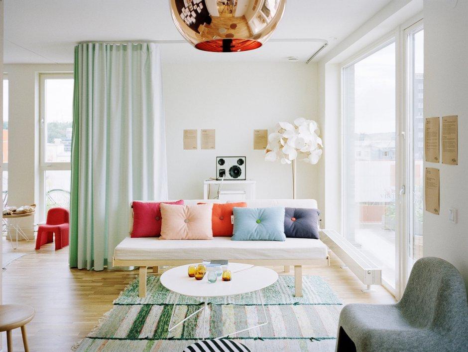 Фотография: Гостиная в стиле Скандинавский, Современный, Декор интерьера, Дизайн интерьера, Цвет в интерьере, Белый, Dulux, Краска – фото на INMYROOM