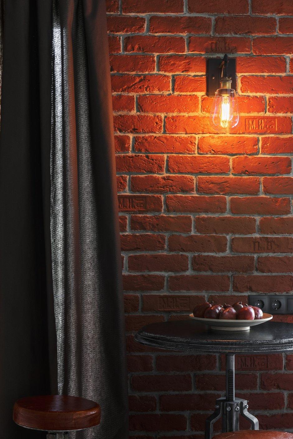 Фотография: Кухня и столовая в стиле Лофт, Малогабаритная квартира, Квартира, Студия, Проект недели, Москва, Марина Саркисян, Кирпичный дом, до 40 метров – фото на INMYROOM