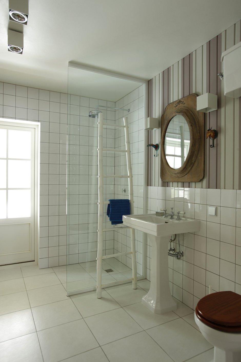 Фотография: Ванная в стиле Прованс и Кантри, Классический, Интерьер комнат, Цвет в интерьере, Белый, Проект недели – фото на INMYROOM