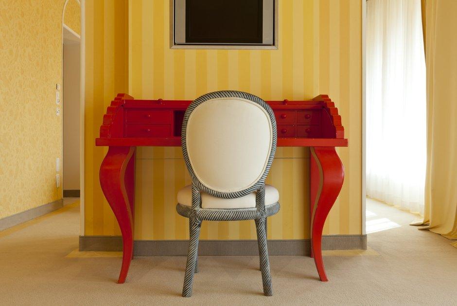 Фотография: Мебель и свет в стиле Классический, Современный, Эклектика, Декор интерьера, Кресло – фото на INMYROOM
