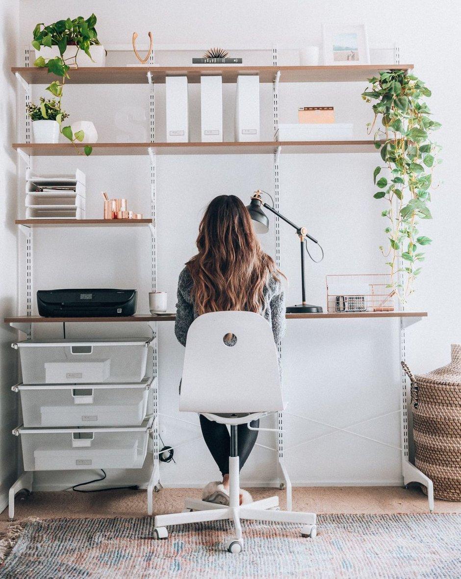 Фотография:  в стиле , Кабинет, Советы, как обустроить домашний офис, как обустроить рабочее место дома, рабочее место в квартире, как обустроить кабинет, рабочий стол – фото на INMYROOM