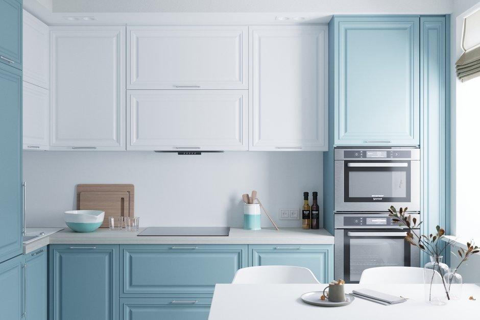 Для отделки фасадов выбрали нежный голубой оттенок и чистый белый цвет, который переходит со шкафов на фартук. Пожелание хозяйки — голубая кухня, это стало началом цветового эксперимента.
