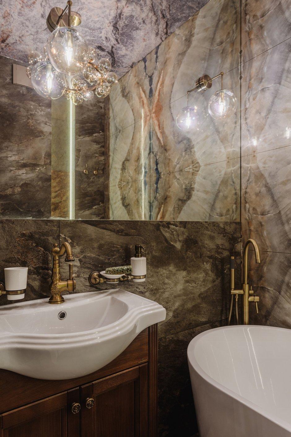 Фотография: Ванная в стиле Современный, Квартира, Проект недели, Samsung, 3 комнаты, 40-60 метров, интерьерный телевизор, the serif, Оксана Нечаева – фото на INMYROOM