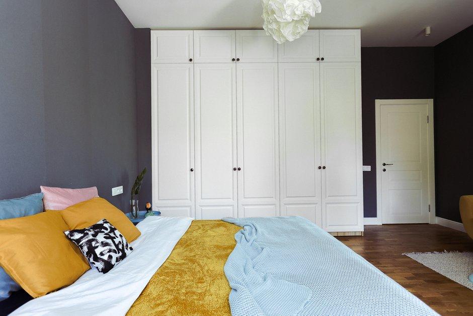 Фотография: Спальня в стиле Скандинавский, Квартира, Проект недели, Санкт-Петербург, Кирпичный дом, 2 комнаты, 60-90 метров, Алена Рогачева, Полина Строкова – фото на INMYROOM