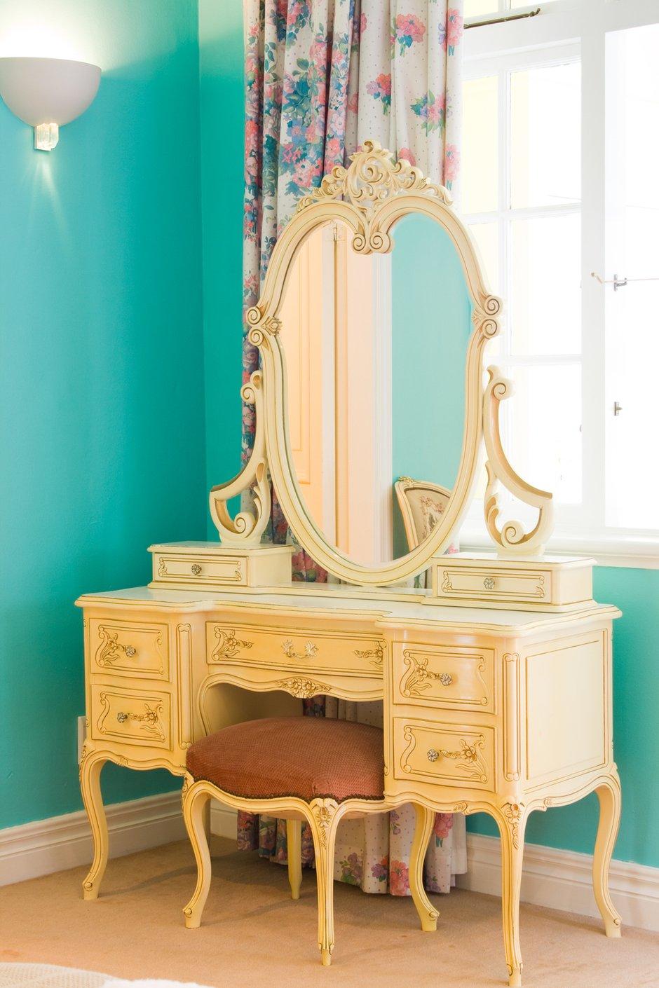 Фотография: Мебель и свет в стиле Классический, Современный, Спальня, Декор интерьера, Интерьер комнат – фото на INMYROOM
