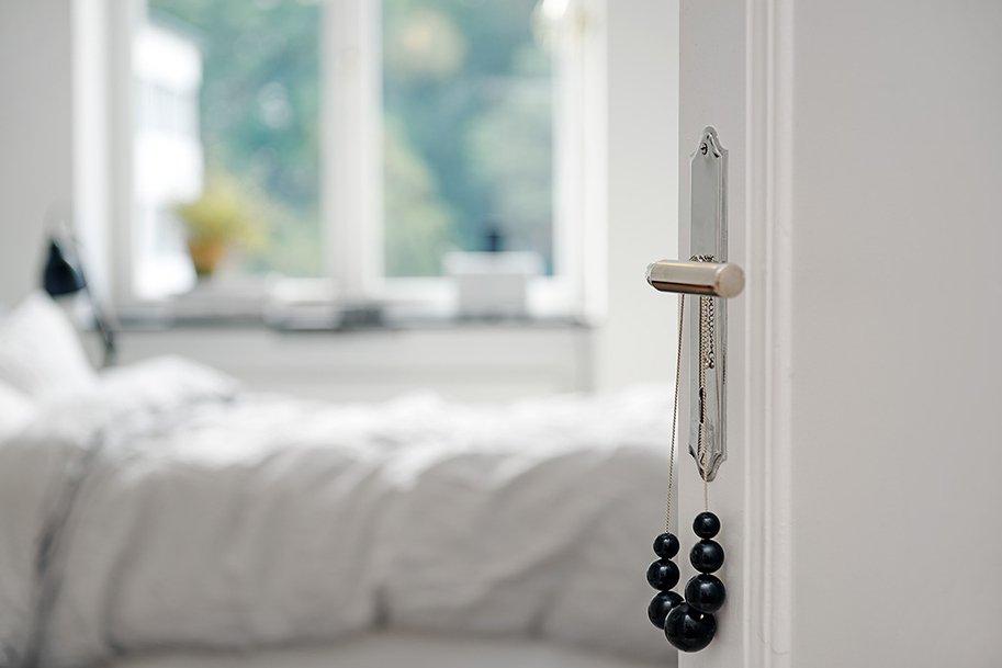 Фотография: Спальня в стиле Скандинавский, Современный, Декор интерьера, Квартира, Швеция, Цвет в интерьере, Дома и квартиры, Белый, Гетеборг – фото на INMYROOM