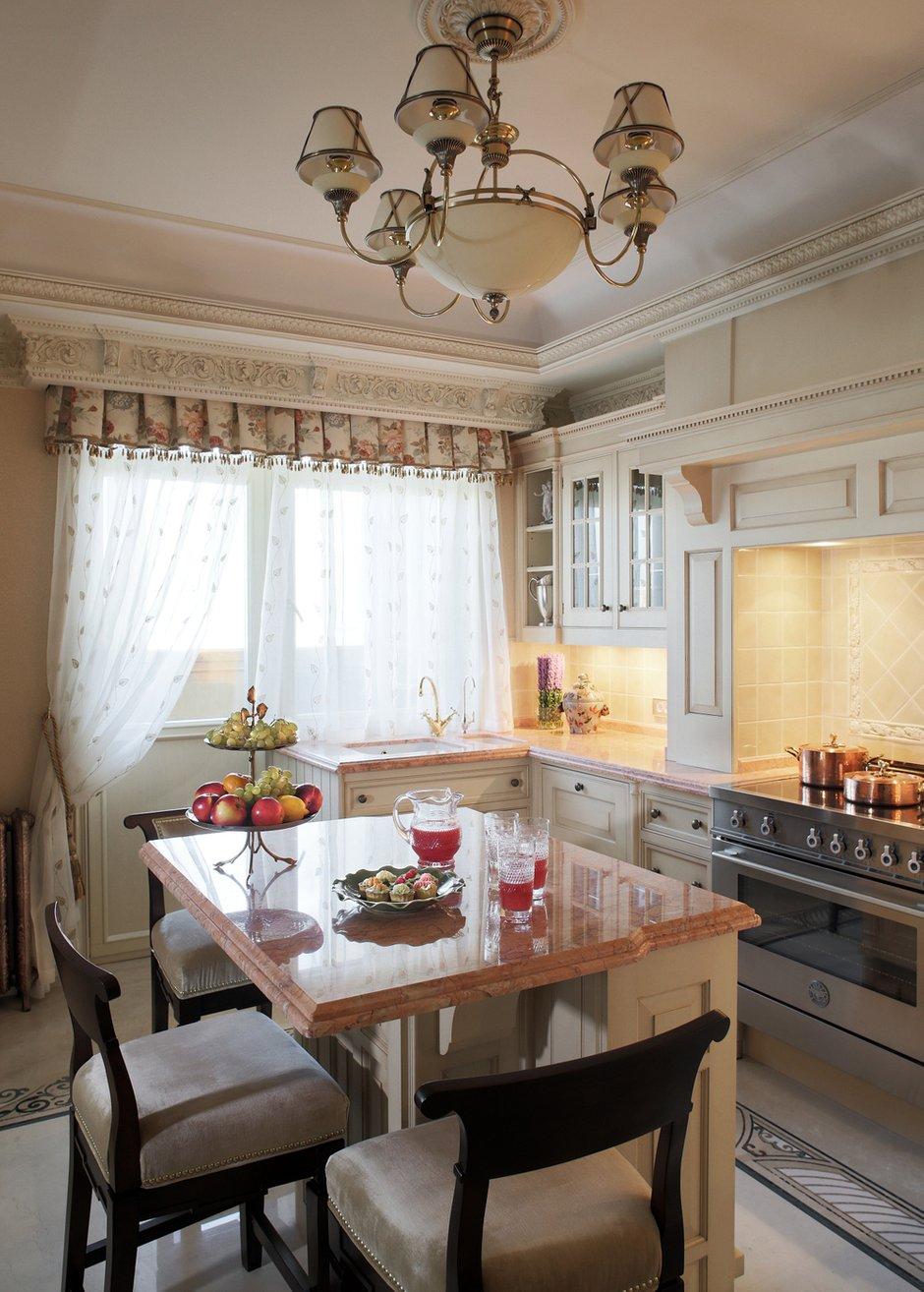 Фотография: Кухня и столовая в стиле Прованс и Кантри, Классический, Квартира, Дома и квартиры, Проект недели – фото на INMYROOM