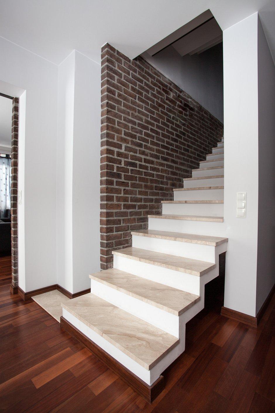 Фотография:  в стиле Лофт, Современный, Декор интерьера, Дом, Декор дома, Лестница – фото на INMYROOM