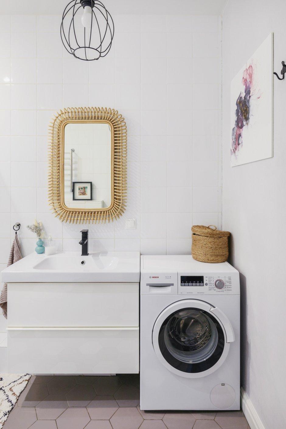 Фотография: Ванная в стиле Скандинавский, Проект недели, Samsung, Таунхаус, 4 и больше, Спецпроект, интерьерный холодильник, интерьерная микроволновая печь – фото на INMYROOM