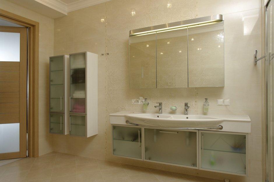 Фотография: Ванная в стиле Современный, Квартира, Цвет в интерьере, Дома и квартиры, Белый, Минимализм – фото на INMYROOM