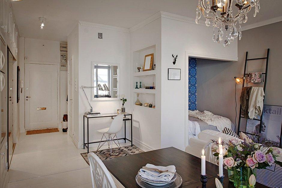 Фотография: Мебель и свет в стиле , Скандинавский, Малогабаритная квартира, Квартира, Швеция, Цвет в интерьере, Дома и квартиры, Белый, Стена – фото на INMYROOM
