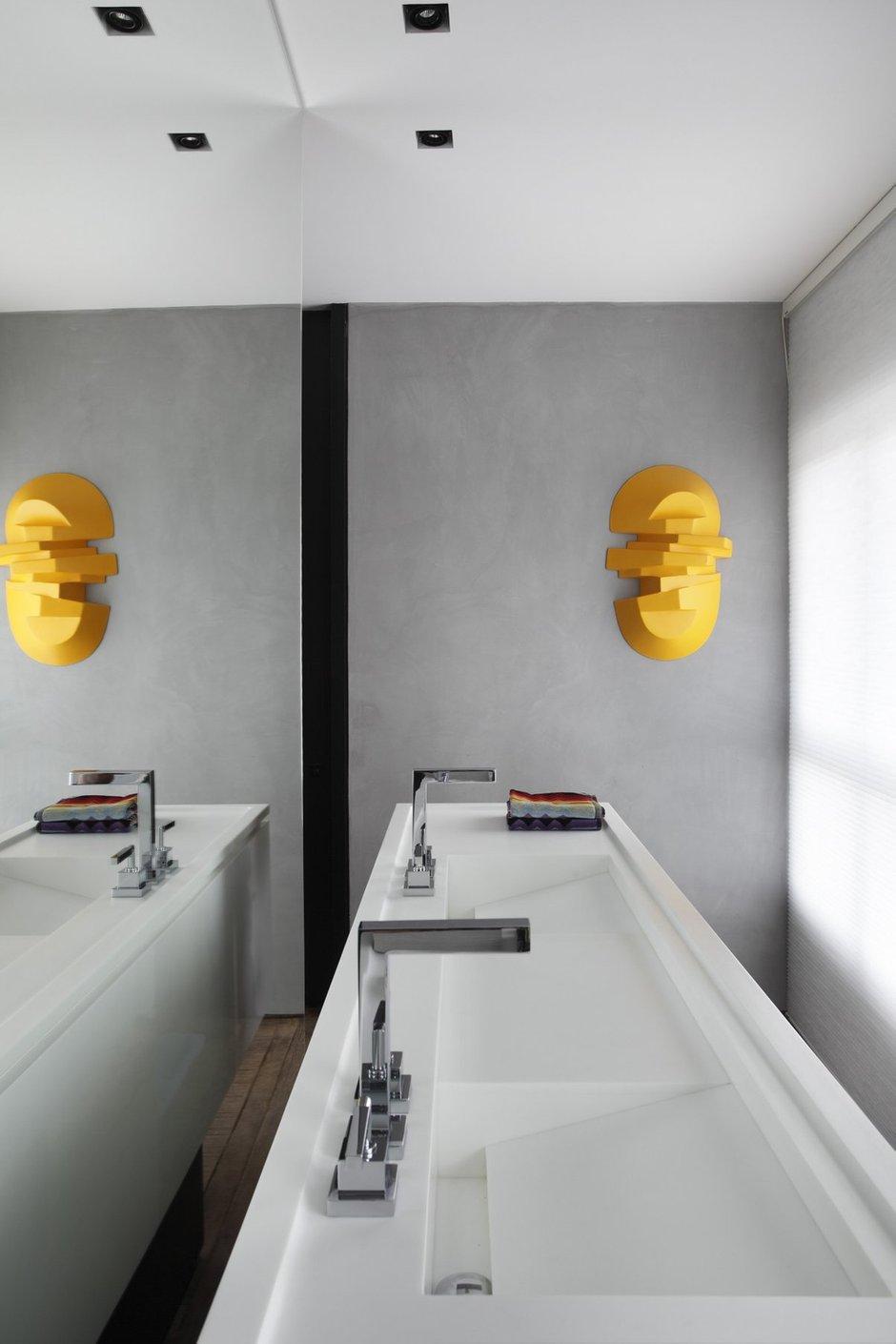 Фотография: Ванная в стиле Современный, Дом, Цвет в интерьере, Дома и квартиры, Серый, Бразилия, Пол, Сан-Паулу – фото на INMYROOM