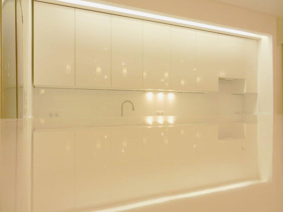 Фотография: Кухня и столовая в стиле , Скандинавский, Интерьер комнат, Цвет в интерьере, Белый, IKEA – фото на InMyRoom.ru