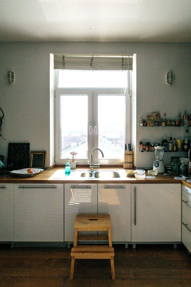 Фотография: Кухня и столовая в стиле Скандинавский, Эклектика, Декор интерьера, Квартира, Декор, Мебель и свет, Проект недели, советское ретро в интерьере, эклектика в интерьере, скандинавские мотивы в интерьере, студия в скандинавском стиле, как оформить студию – фото на INMYROOM