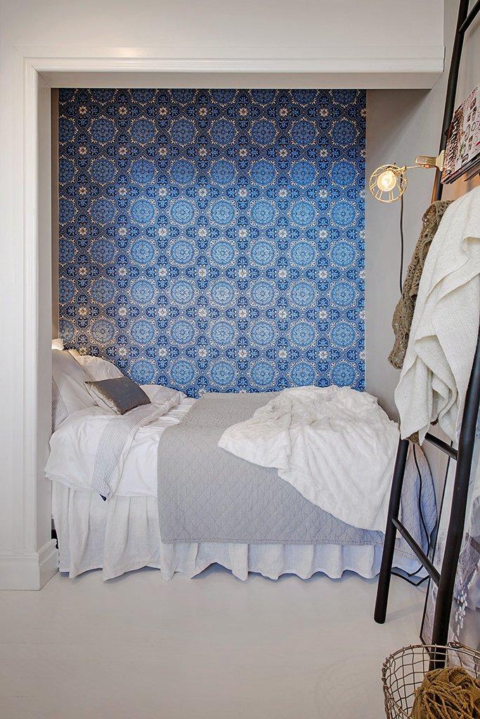 Фотография: Спальня в стиле , Скандинавский, Малогабаритная квартира, Квартира, Швеция, Цвет в интерьере, Дома и квартиры, Белый, Стена – фото на INMYROOM