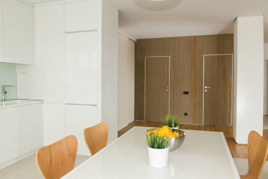 Фотография: Кухня и столовая в стиле Современный, Квартира, Цвет в интерьере, Дома и квартиры, Белый, Минимализм, Проект недели – фото на INMYROOM